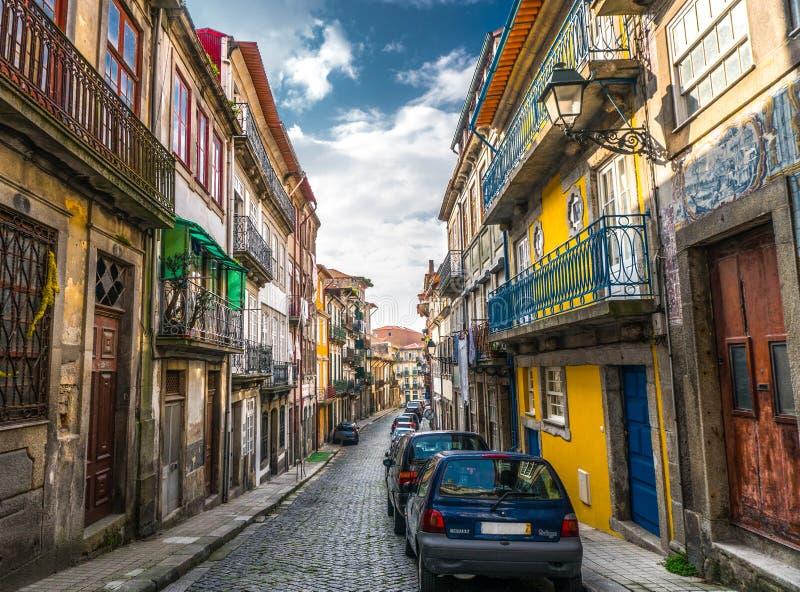 Allée lumineuse et colorée unique à Porto Portugal images libres de droits