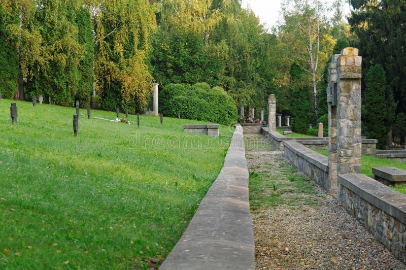 Allée sur un cimetière historique images libres de droits