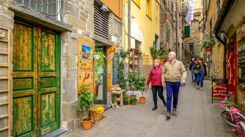 All?e ?troite en Cinque Terre Village de Corniglia, La Spezia, Italie photographie stock