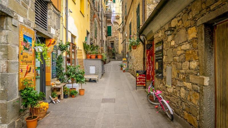 All?e ?troite en Cinque Terre Village de Corniglia, La Spezia, Italie photographie stock libre de droits