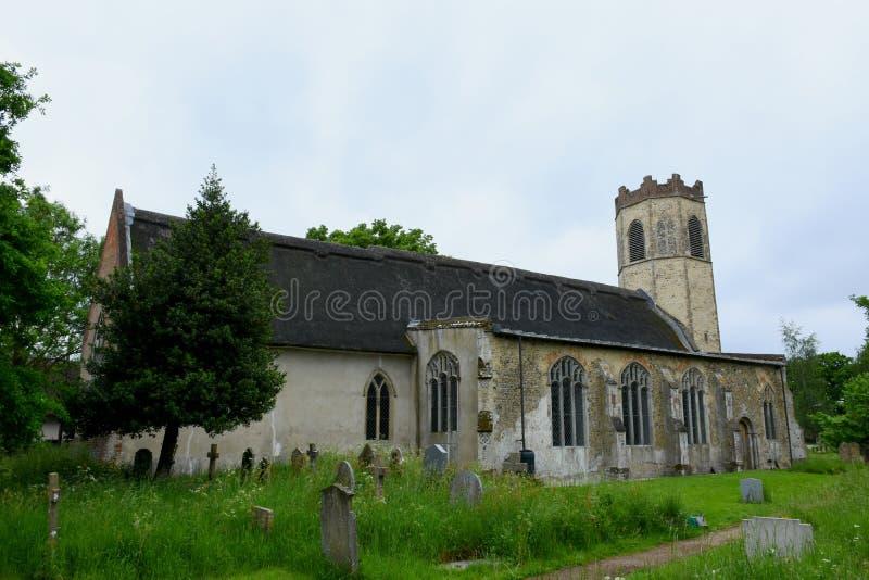 All helgonkyrka, gamla Buckenham, Norfolk, England royaltyfria foton