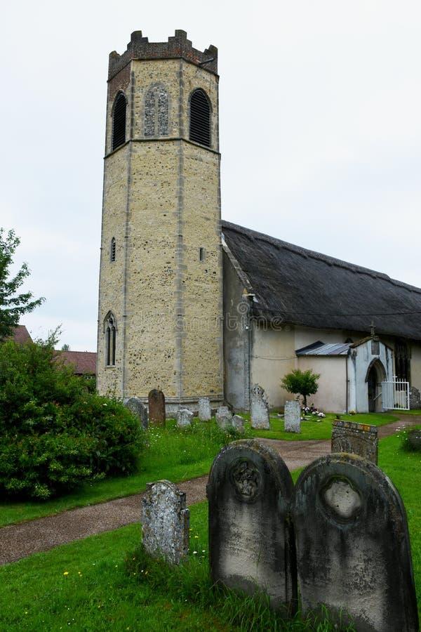 All helgonkyrka, gamla Buckenham, Norfolk, England arkivfoton