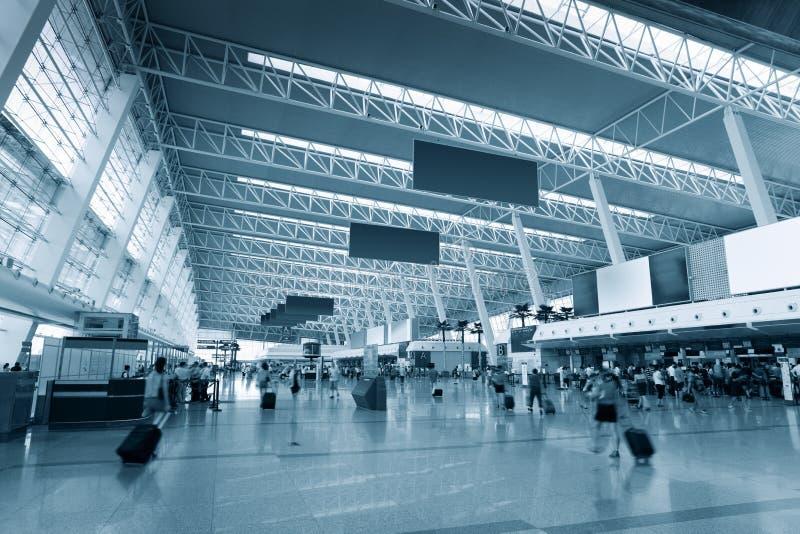 All'interno del terminale di aeroporto immagine stock