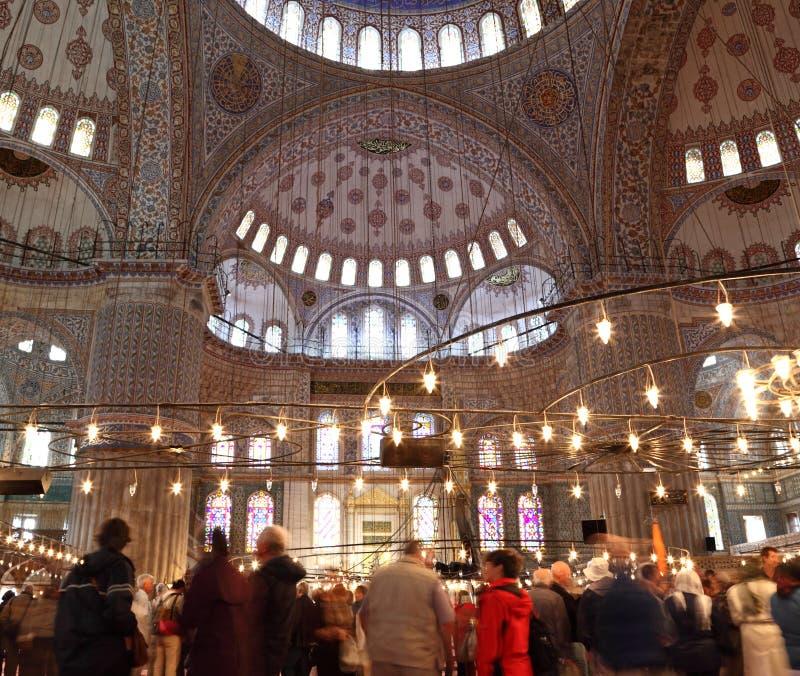 All'interno della moschea blu magnifica a Costantinopoli immagini stock