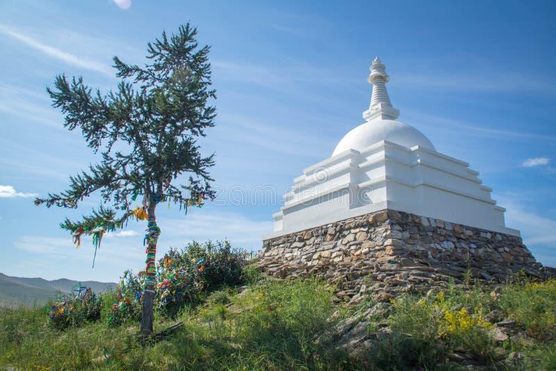 All lovande Stupa av Great Awakening, Ogoy ö, Lake Baikal arkivfoton