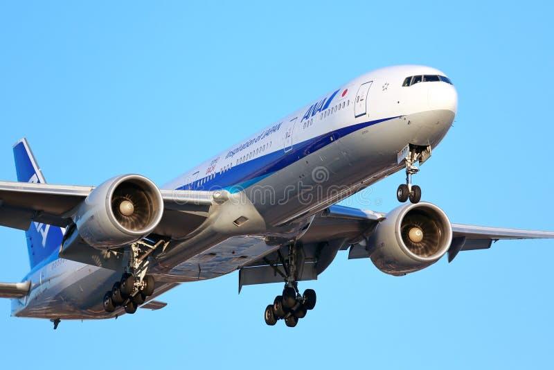 All Nippon Airways ANA Boeing 777 fotos de stock royalty free