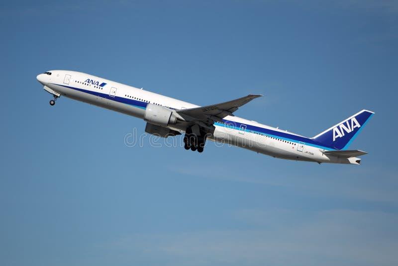 All Nippon Airways (ANA) Boeing 777-381ER foto de stock royalty free