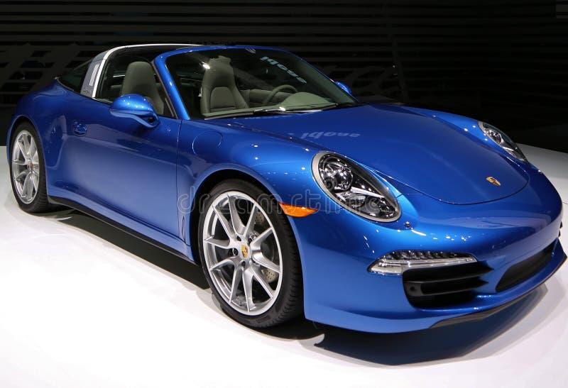 All ny Porsche toppen bil på den auto showen royaltyfri fotografi