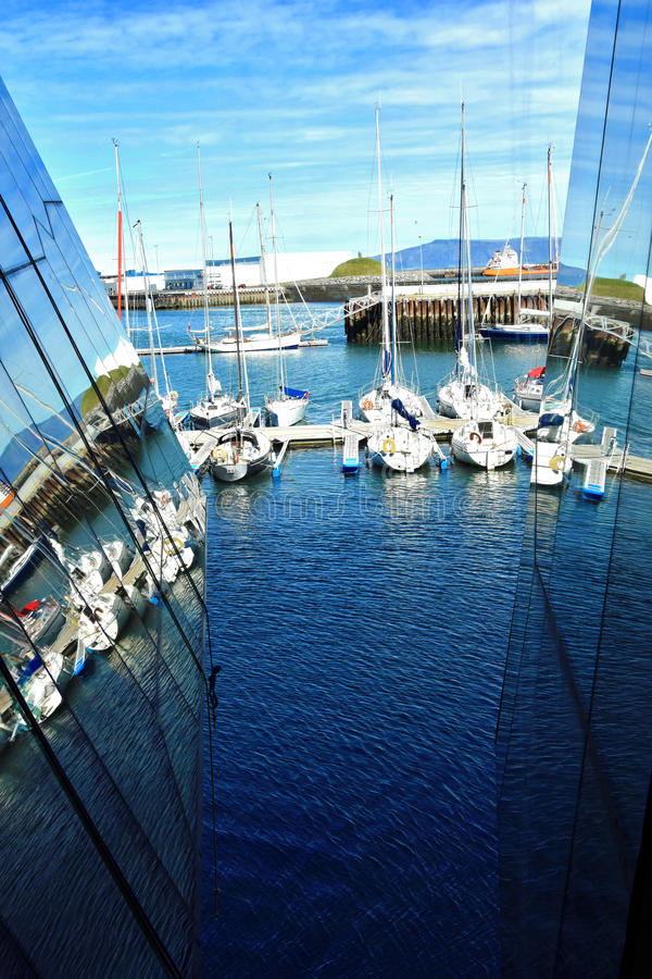 all registrering för nummer för namn för motorboats för märkesfiskehamnen tog bort lilla yachter för reykjavik ships arkivbild