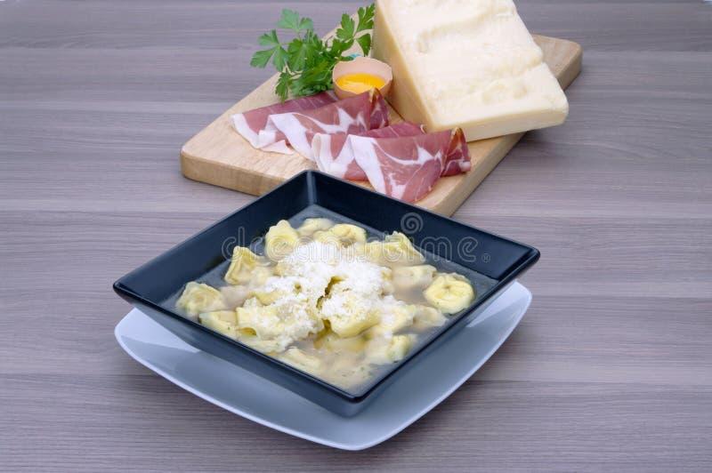 Alla bolognese Tortellini στοκ εικόνες