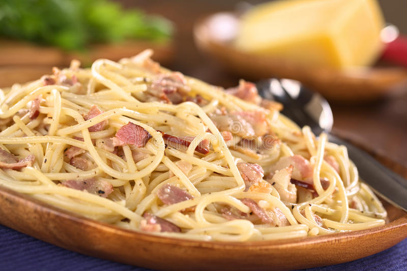 Alla Carbonara de los espaguetis imágenes de archivo libres de regalías