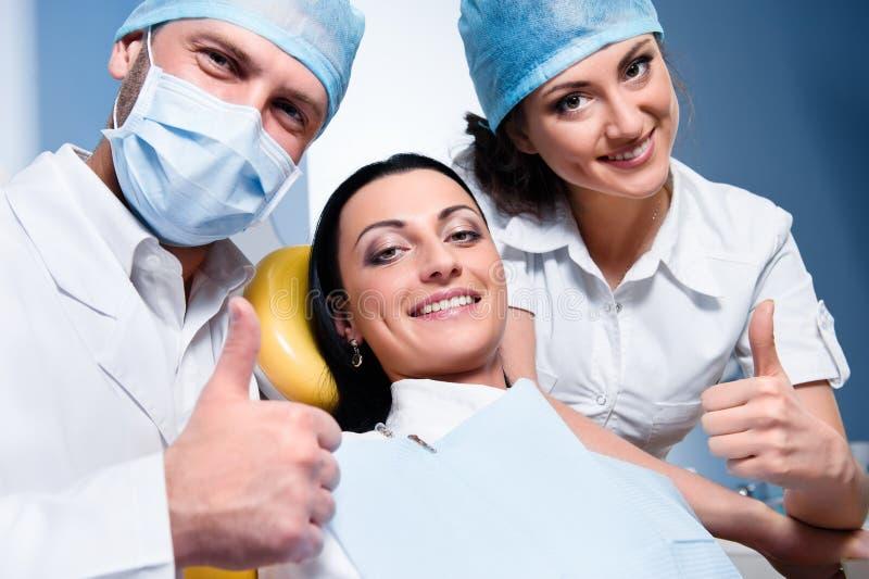 Alla clinica dentale immagine stock