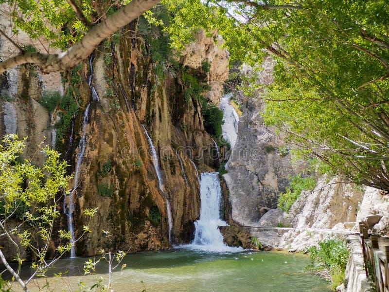 Alla dragningar kan vara den besökte npinar vattenfallet för gü i Turkiet, Malatya-Darende arkivbilder