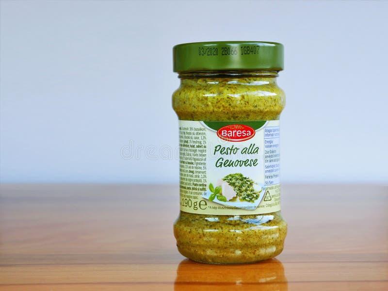 Alla genovese, pesto di pesto del basilico in un barattolo fotografia stock
