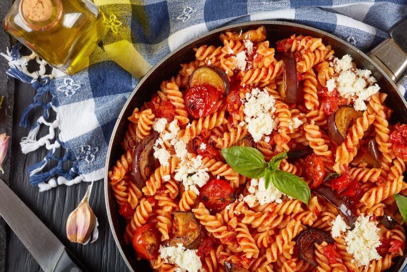 Alla italiano vegetariano Norma del fusilli de las pastas imagen de archivo libre de regalías