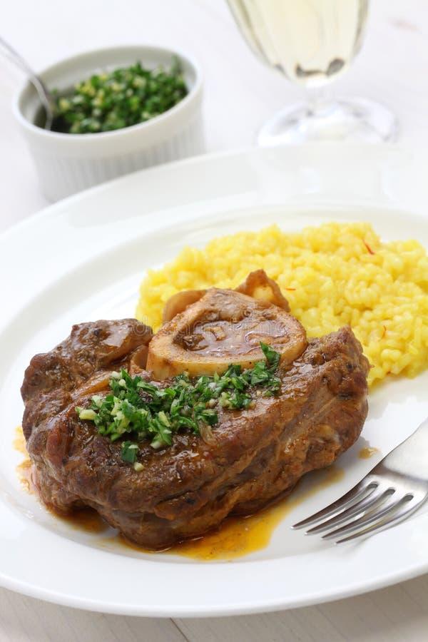 Alla milanês, culinária italiana de Ossobuco imagens de stock
