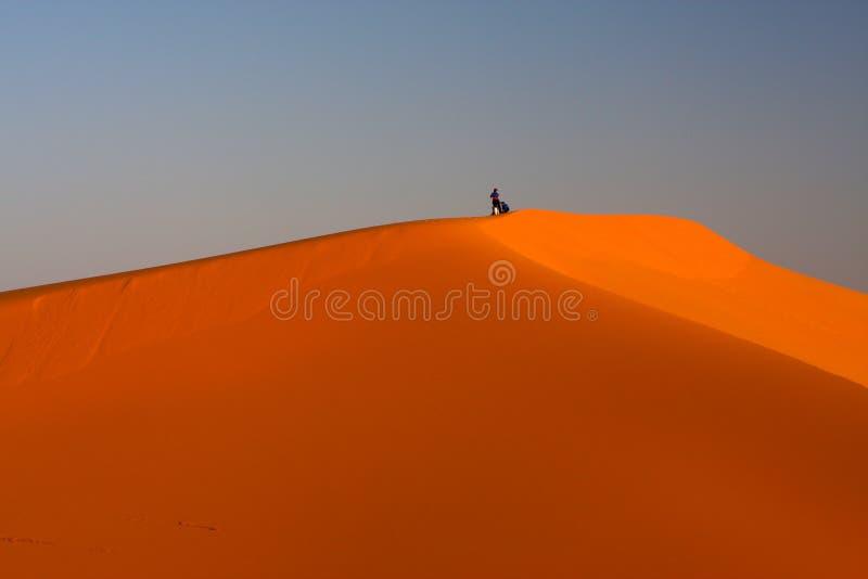 Alla parte superiore della duna fotografia stock