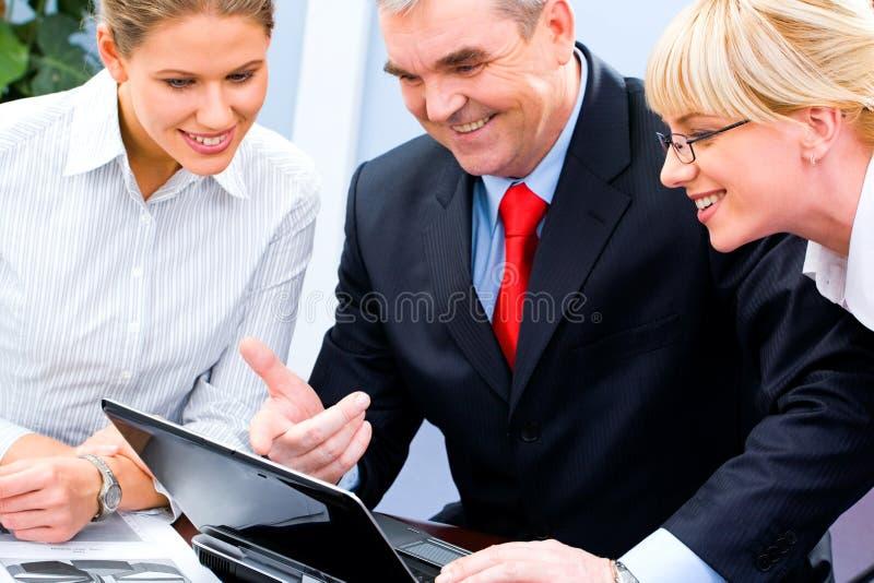 Alla riunione d'affari immagini stock libere da diritti