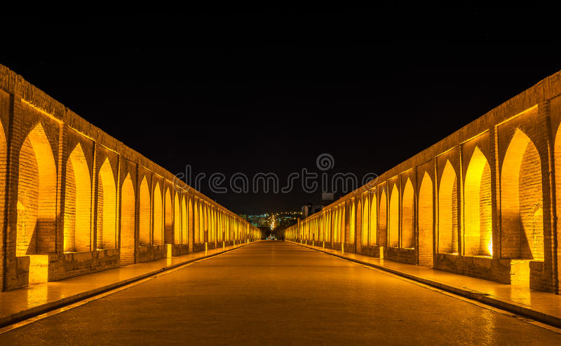 Allahverdi Khan Bridge (político do si-o-seh) em Isfahan foto de stock