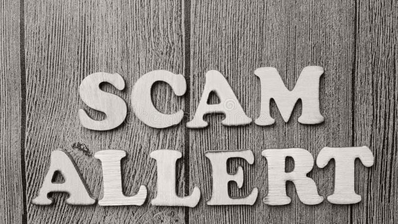 Allarme di Scam, concetto fraudolento di citazioni di parole di Internet fotografia stock libera da diritti