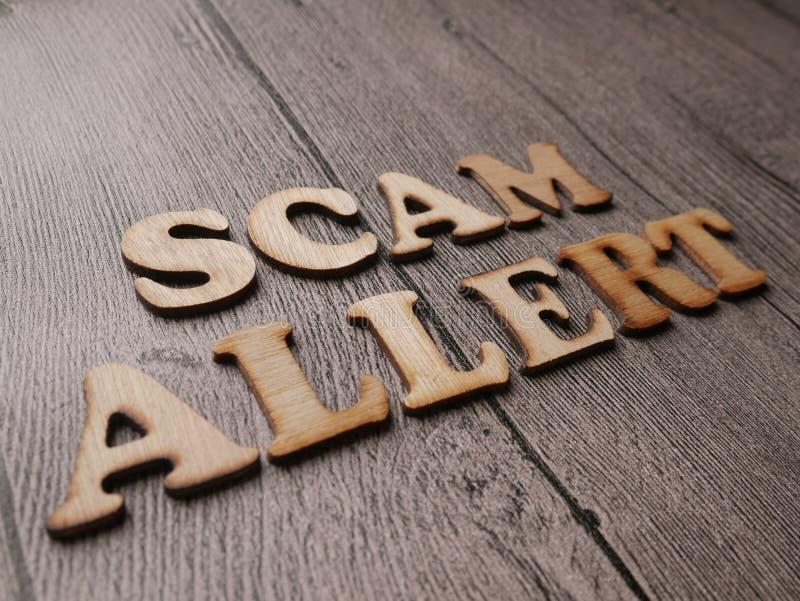 Allarme di Scam, concetto fraudolento di citazioni di parole di Internet immagini stock