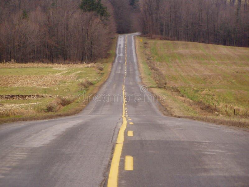 Download Alle Sie Ist Niederwirft Hügel Stockbild - Bild von landschaft, allee: 45237