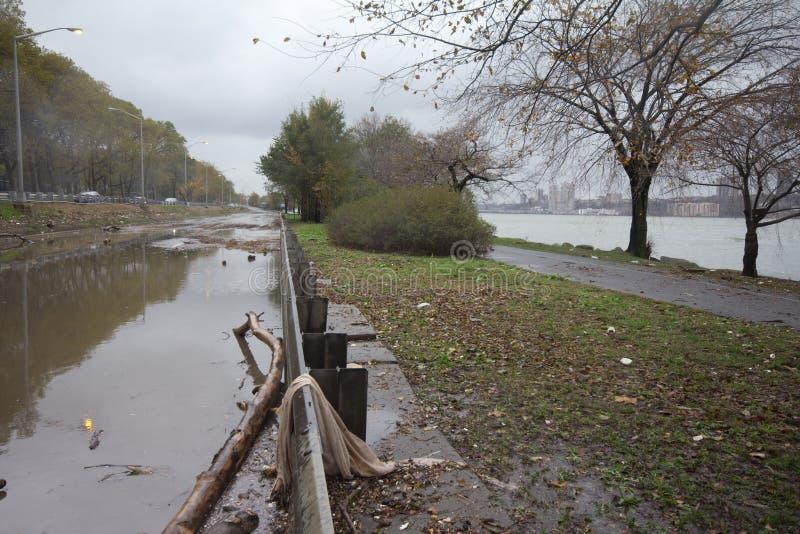 Allee überschwemmt von Hurricane Sandy, Manhattan stockbilder