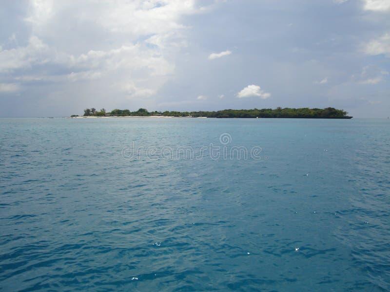 Alleen eiland in Indische Oceaan royalty-vrije stock foto's
