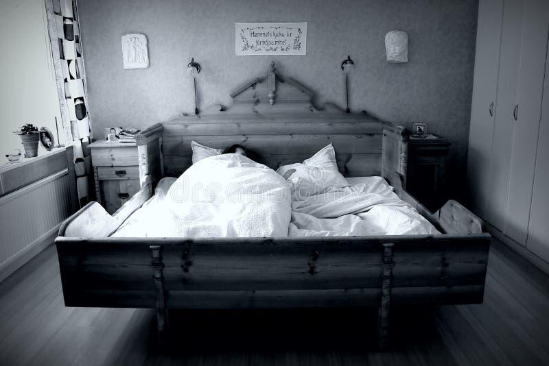 Alleen in het bed royalty-vrije stock foto's