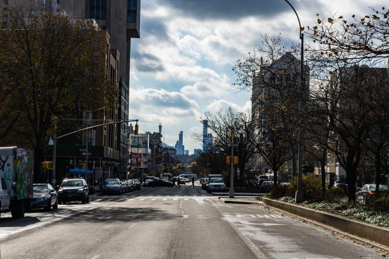 7. Alleen-Mode-Allee und bekannt als Adam Clayton Powell Jr Boulevard in Harlem, New York City lizenzfreie stockfotos