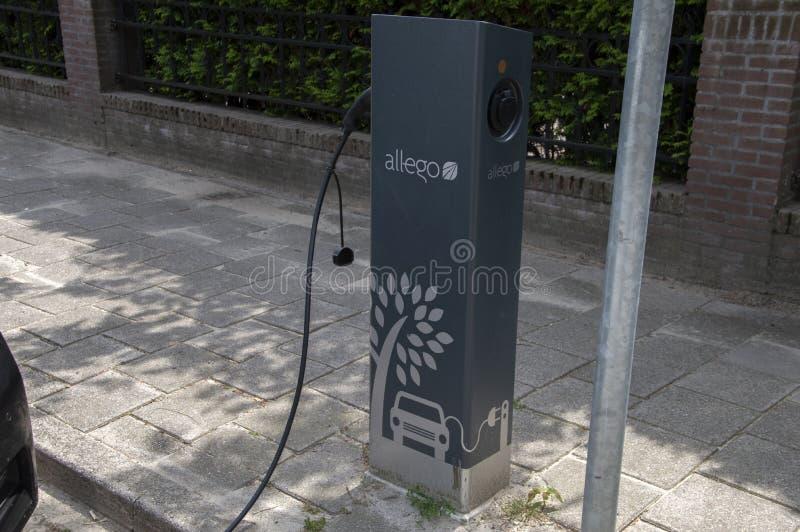 Allego-adapter för elbilar i Amstelveen Nederländerna 2019 arkivbild