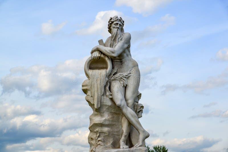 Allegorie van god van rivier Scamander - beeldhouw in park Kuskovo van Moskou, het beginnen van XVIII eeuw Rusland stock afbeelding