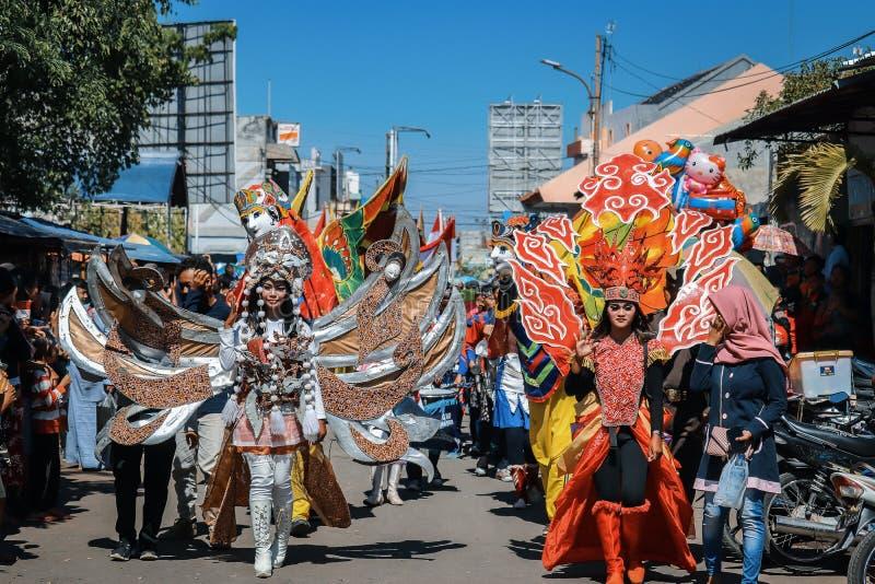 Allegoristisk marsch Kulturfestivalevenemang i ciledug av den 6 november 2019, staden cirebon, västra java-provinsen, indon arkivbilder