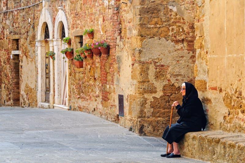 Allein mit Gedächtnissen - Castelmuzio lizenzfreies stockfoto