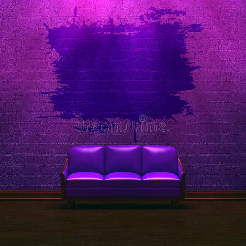 Allein purpurrote Couch im purpurroten unbedeutenden Innenraum lizenzfreie abbildung