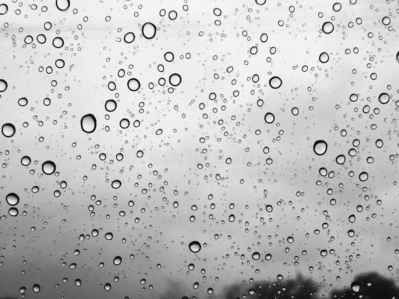 Allein regnende Tröpfchen lizenzfreie stockbilder