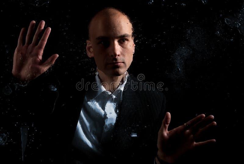 Alleine in der Dunkelheit lizenzfreies stockfoto