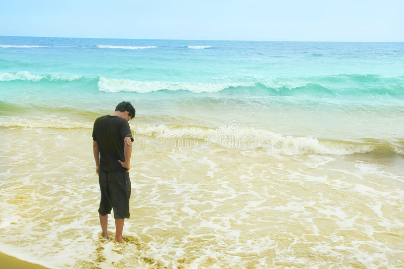 Alleine am Strand lizenzfreies stockbild