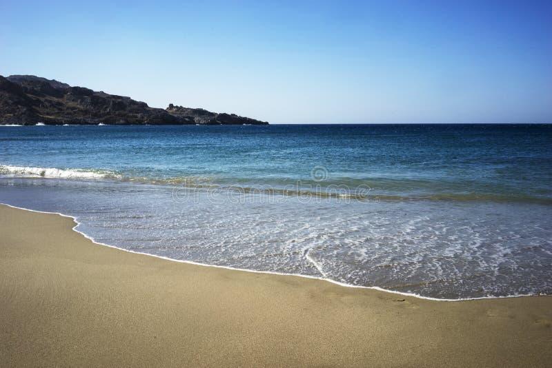 Alleiner Strand und klares Wasser in Creta stockfoto