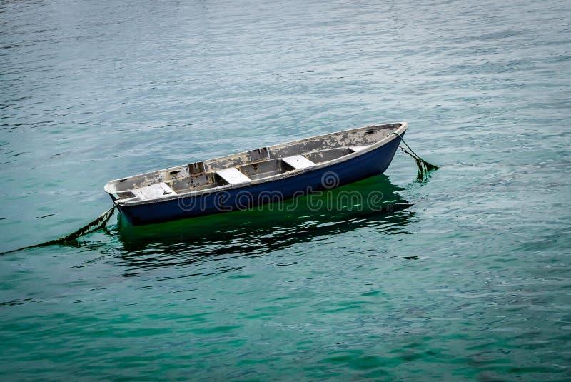 Alleines Fischerboot stockbild