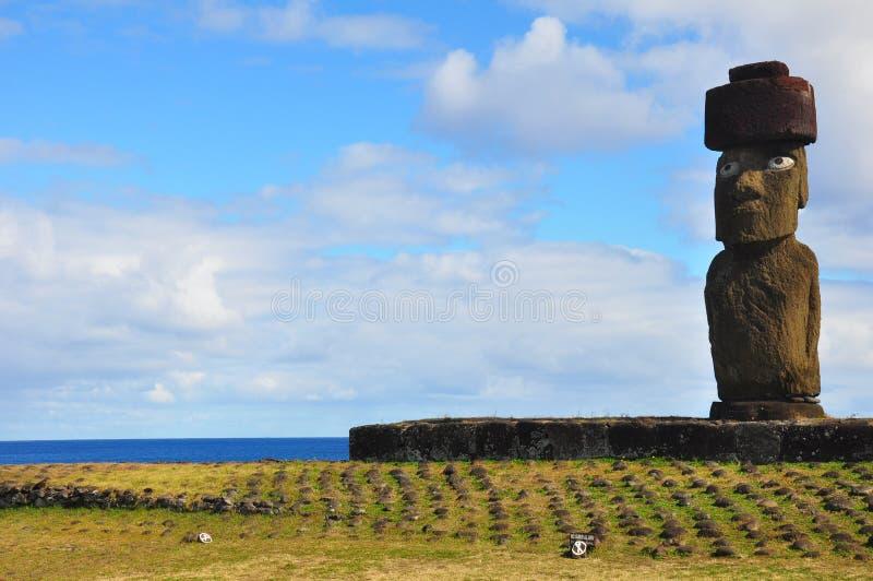Alleines Moai auf Ostern-Insel stockbilder