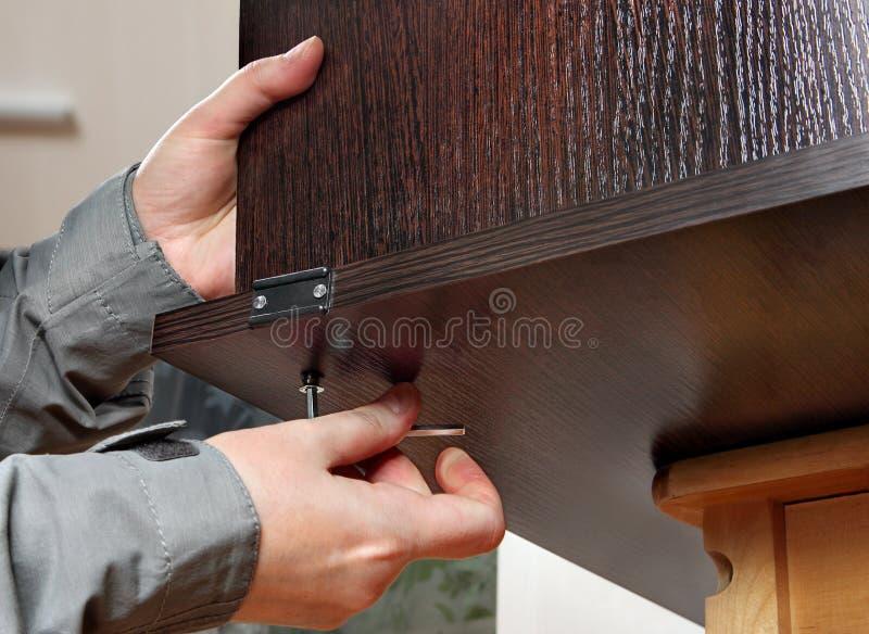Allen-de meubilairsleutel ter beschikking, maakt schroef, close-up vast royalty-vrije stock fotografie