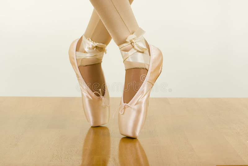 Allenamento di balletto; Punta dei piedi fotografia stock