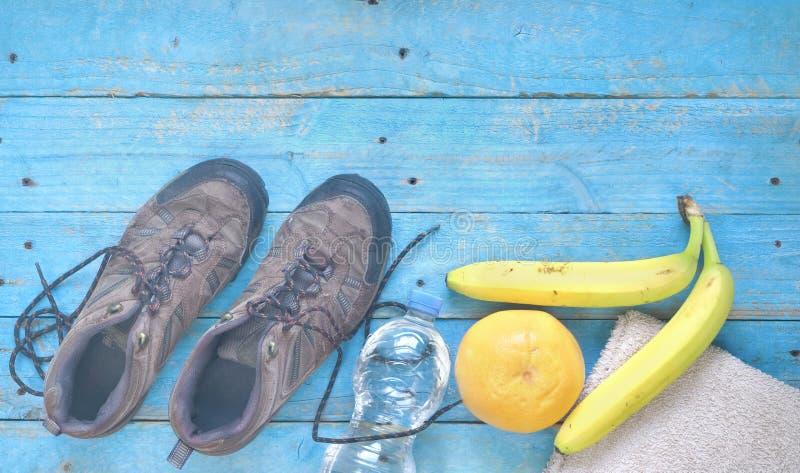 Allenamento di forma fisica, funzionamento e peso di riduzione per la primavera, fotografia stock