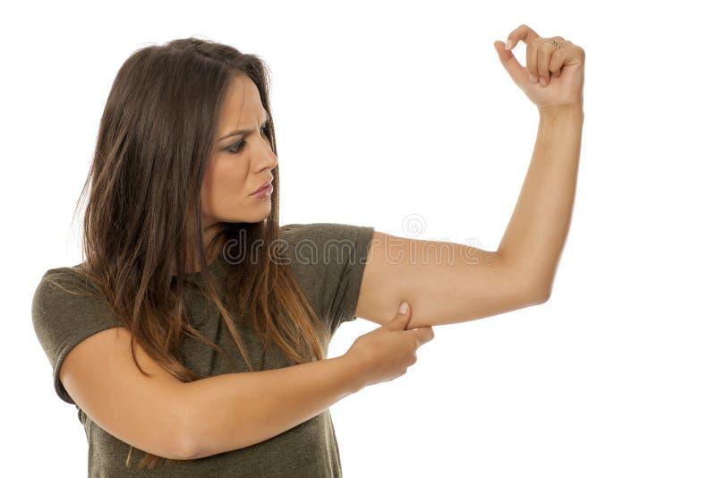 Allenti la pelle del braccio fotografia stock