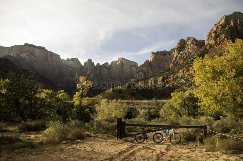 Aller à vélo par l'Utah image libre de droits