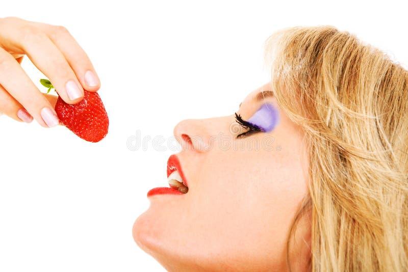 Aller manger la fraise photographie stock