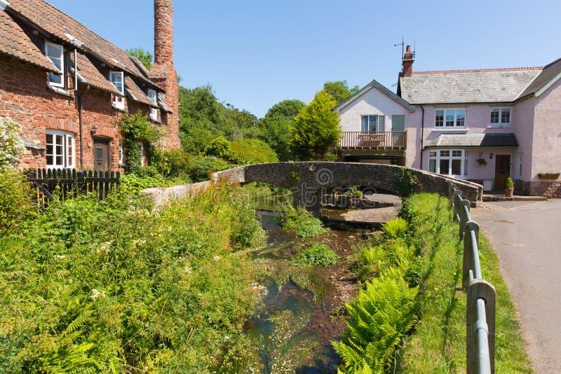 Allerford萨默塞特英国英国美丽如画的驮马桥梁 库存图片