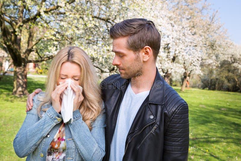 Allergia, primavera, coppia fotografia stock libera da diritti