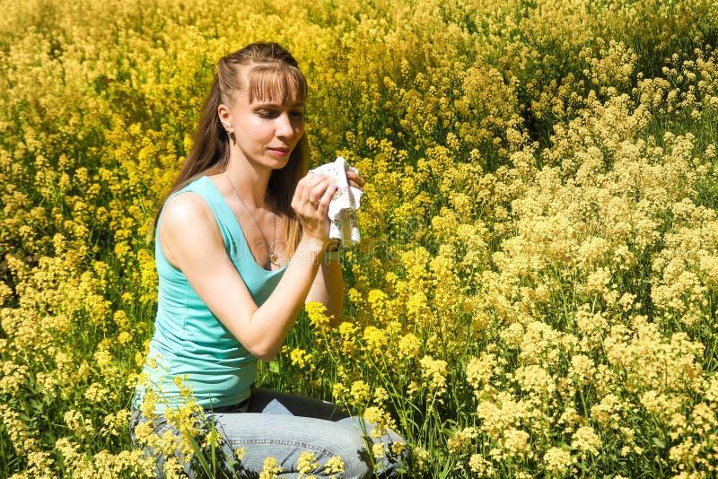 Allergische reacties om bloemen, stuifmeel op te springen royalty-vrije stock fotografie
